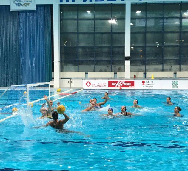 Η γυναικεία ομάδα υδατοσφαίρισης του Ν.Ο.Β. στο Kirishi της Ρωσίας