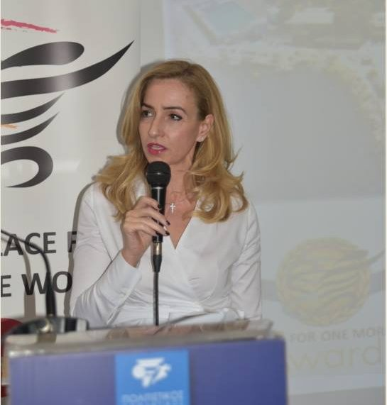 """Βράβευση της Προέδρου του Ν.Ο.Β. κας Στέλλας Λαζάρου στα """"Make place for one more woman"""" awards"""