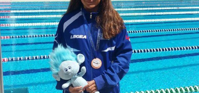 Η αθλήτρια κολύμβησης του Ν.Ο.Β. Δάφνη Κουρουνιώτη με την Εθνική Ελλάδος στους αγώνες της Ελβετίας